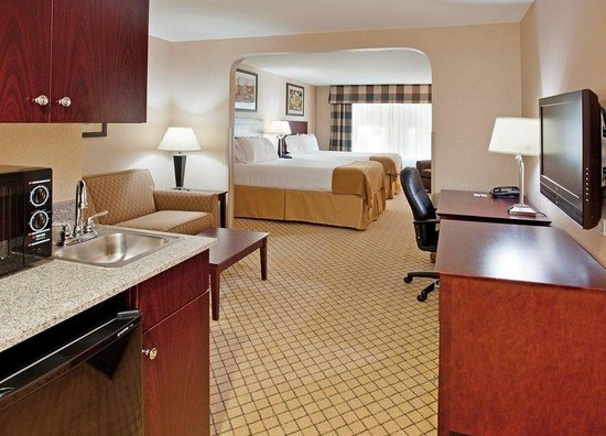 2 Queen Bed Suite Room Picture Of Holiday Inn Express