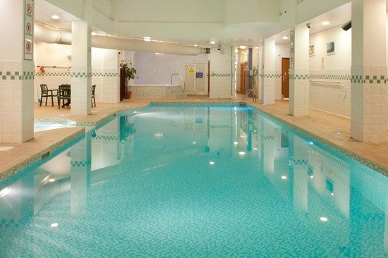 Swimming pool picture of holiday inn corby corby tripadvisor for Family hotels belfast swimming pool