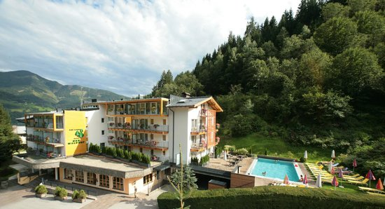 Photo of Hotel Der Waldhof Zell am See