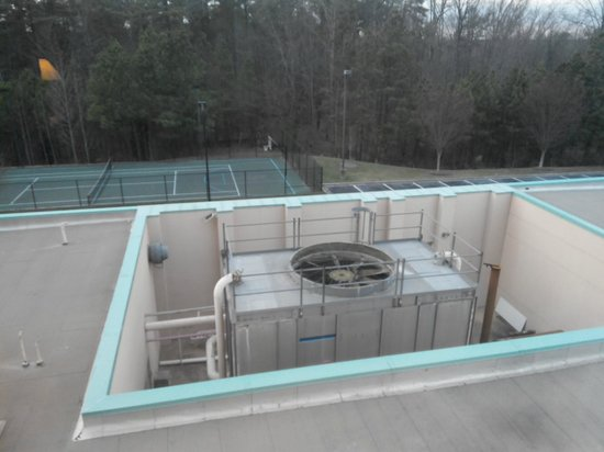 Embassy Suites by Hilton Raleigh - Durham/Research Triangle: Noisy fan outside rooms x17 (x16)