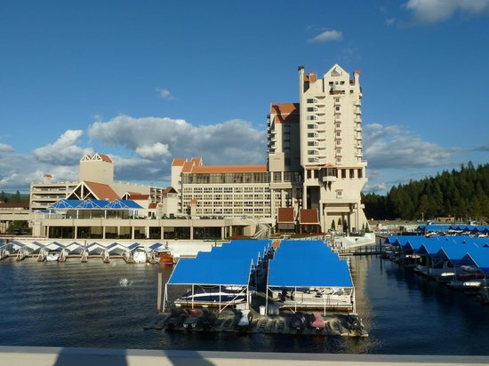 The Coeur d'Alene Resort: The view looking back at the resort from on of the docks