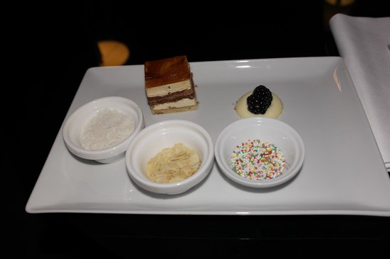 Sofitel Legend The Grand Amsterdam: Cake from the hotel
