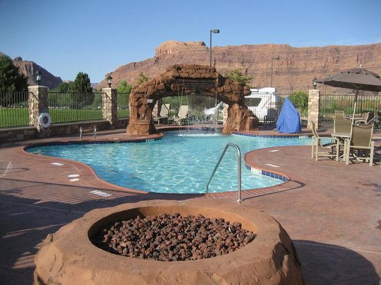 Swimming pool moab ut picture of holiday inn express for Indoor pools in utah