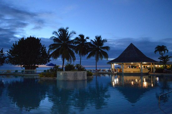 Turtle Beach by Rex Resorts: Pool area at dusk