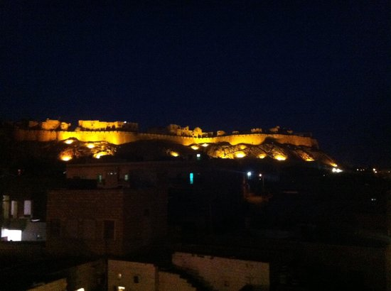 Mystic Jaisalmer Hotel: Fort view from the rooftop of the hotel