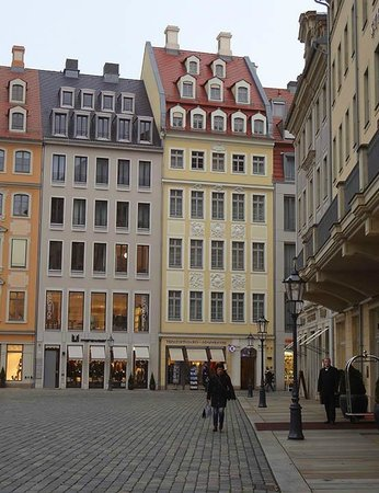 Aparthotel Neumarkt: Apartment (pale yellow building on right)