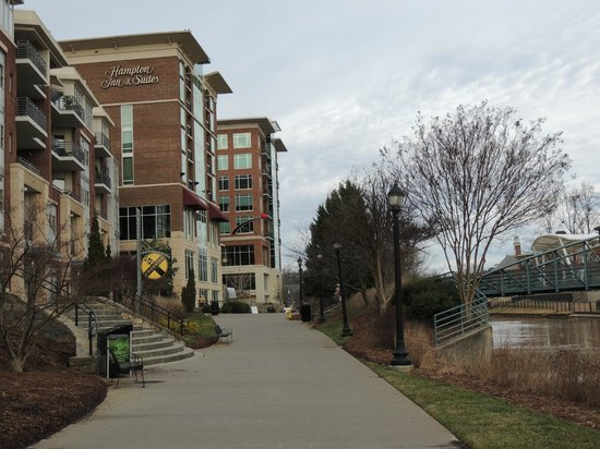 Hampton Inn & Suites Greenville - Downtown - Riverplace: View of hotel from The Swamp Rabbit Trail