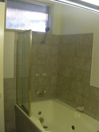 ballarat australia bath spa bath combination overhead shower