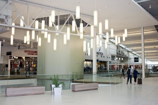 New york area outlet shopping picture of the outlet - The outlet collection jersey gardens ...