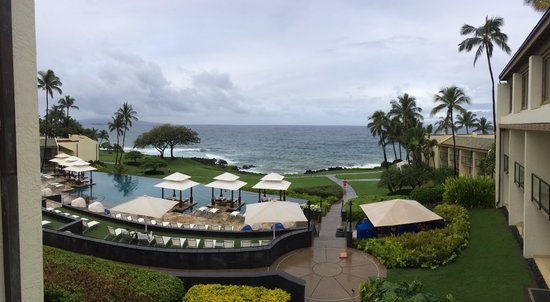Wailea Beach Marriott Resort & Spa: Serenity pool overlooking the water and the walking path