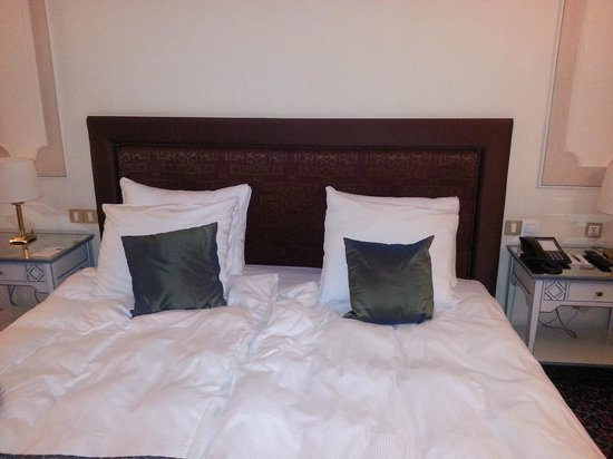 Lit queen size picture of nh brussels du grand sablon brussels tripadvisor - Dimension lit queen size ...