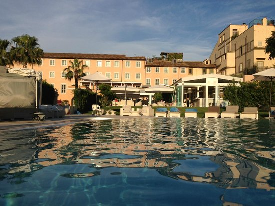 Beautiful hotel pool picture of gran melia rome rome for Gran melia roma