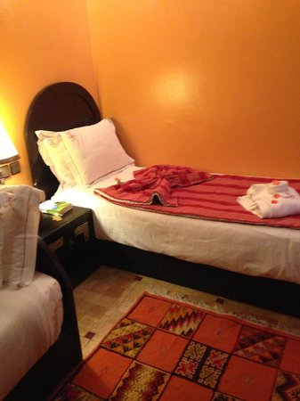 Les Borjs de la Kasbah: fresh rose petals on your bed every day, clean cosy, rooms have a safe in them. Good wifi connec