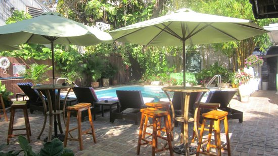 The Duval Inn: Courtyard and pool area
