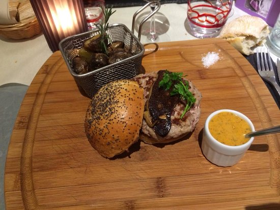 burger de canard avec foie gras poel photo de la petite auberge la rochelle tripadvisor. Black Bedroom Furniture Sets. Home Design Ideas