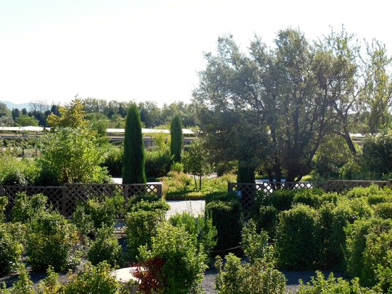 Vue du jardin romain picture of jardin romain caumont sur durance tripadvisor for Jardin romain