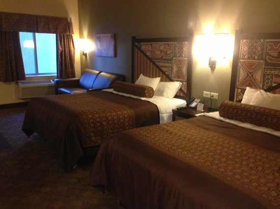Hotel Rooms With  Queen Beds And Pullout Couch