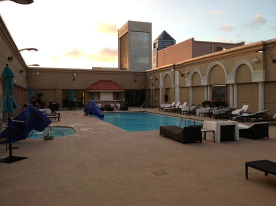 rooftop pool with jacuzzi lounging areas handicapped. Black Bedroom Furniture Sets. Home Design Ideas
