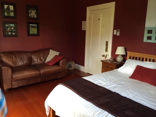 Lupton Lodge: Red Room