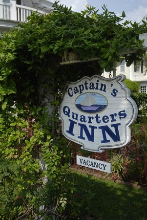 ‪Captain's Quarters Inn‬