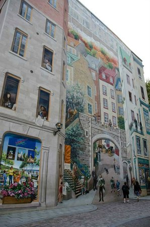 Wall mural near place royale maison soumande old quebec for Mural quebec city