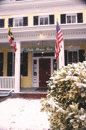 State House Inn: It was snowing when I was there!