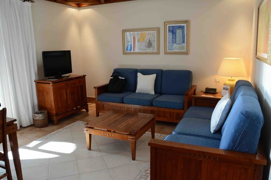 Princesa Yaiza Suite Hotel Resort: Suite Lounge with convertable settees