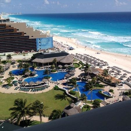 JW Marriott Cancun Resort and Spa: the grounds and beach
