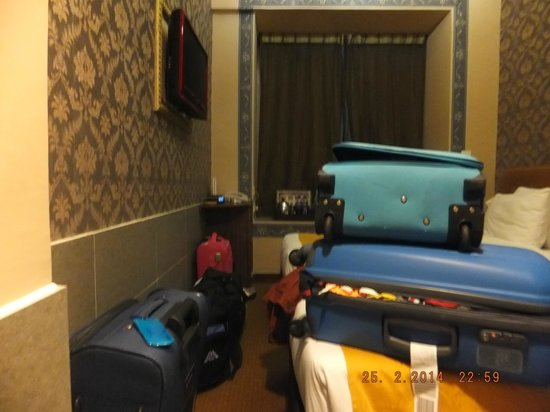 BEST WESTERN Hotel Causeway Bay: Our deluxe room