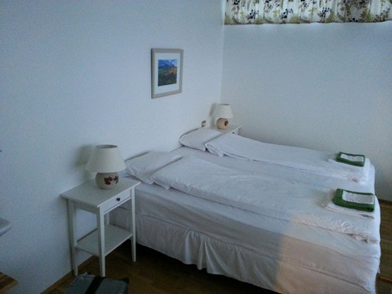Kria Guesthouse: Bedroom with Seaview