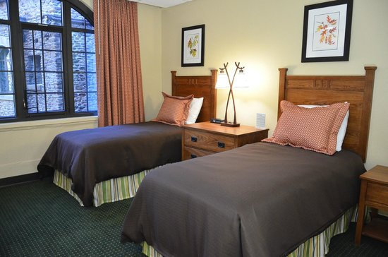 Assembly Inn: Twin Guest Room