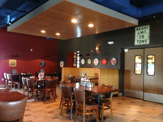 Smoked Bar & Grill: Dining Room