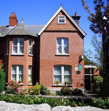 show user reviews ariel house dublin county