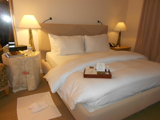 Taj Campton Place: Bed after the turndown service