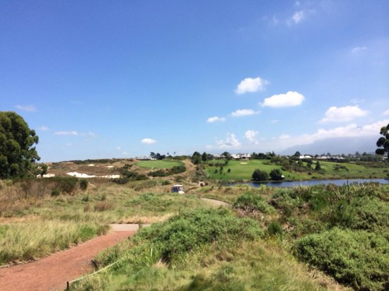 Fancourt: View of the 18th hole on The Links