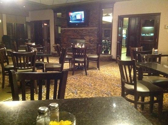 The Kanata by BCMInns: Warm environment of the breakfast room