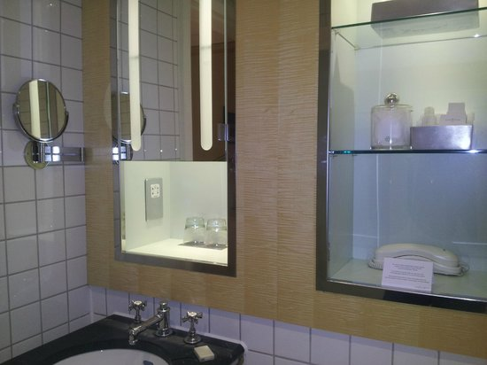 Bathroom picture of andaz london liverpool street for Bathrooms liverpool