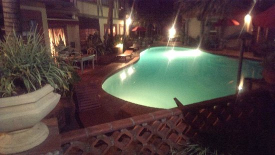 Woodmere Serviced Apartments: woodmere pool