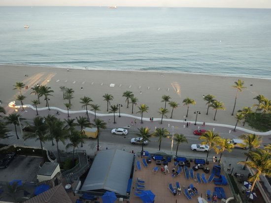 beach across from hotel picture of courtyard by marriott. Black Bedroom Furniture Sets. Home Design Ideas