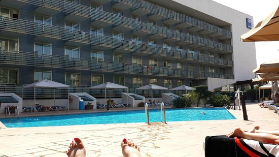 Habitaci n picture of tryp port cambrils cambrils for Piscine la bombardiere