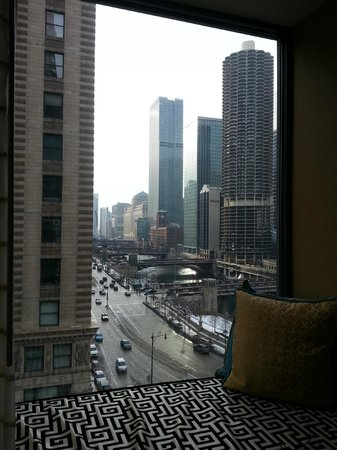 Wacker and chicago river daytime picture of hotel monaco for Hotel monaco chicago