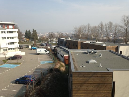Vue chambre surclass e picture of appart city annecy for Appart city amsterdam