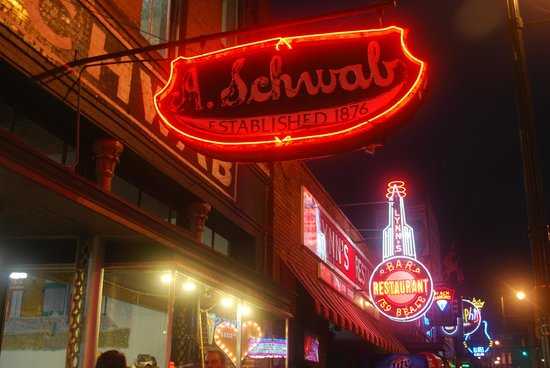 A schwab memphis tn hours address tickets tours for Motels near graceland memphis tn
