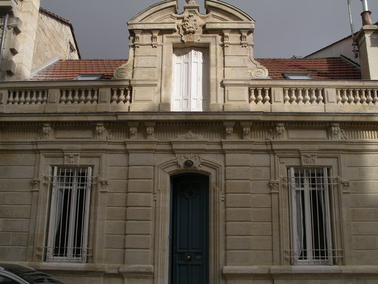 A blue lodge in Bordeaux