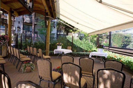 Wedding on terrace picture of best western jasper inn for 9 kitchener terrace