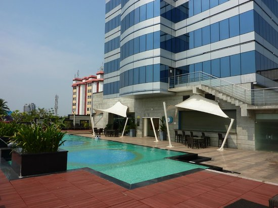 Pool Picture Of Holiday Inn Cochin Ernakulam Tripadvisor