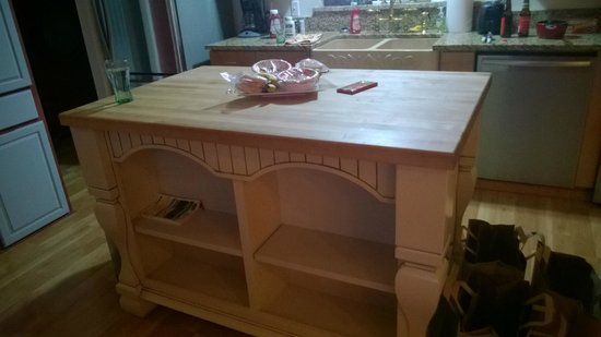 Deer Harbor Inn: Kitchen Island