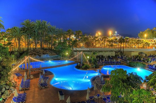 Piscina best tenerife picture of best tenerife playa de for Alberca las americas