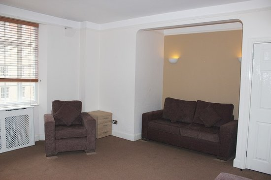 Endsleigh Court: Family Suite living room