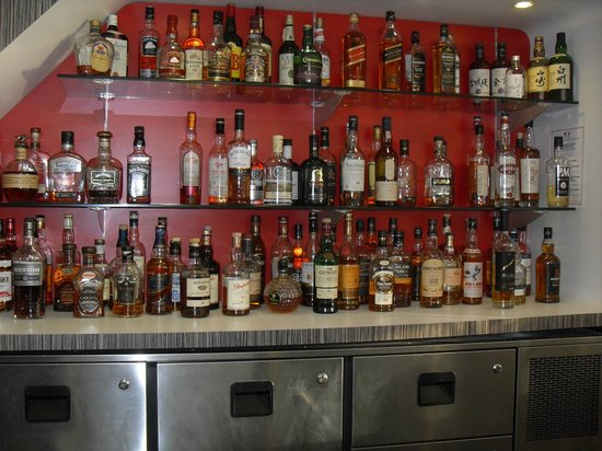 Super bar a whisky photo de olivarius apart 39 hotel for Appart hotel oise